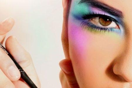 http://maquilladas.com/maquillaje-de-ojos-estilo-arcoiris/